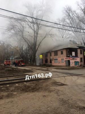 В Самаре на пересечении улиц Советской и Нагорной сгорел расселенный дом