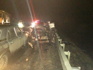 На трассе Самара-Бугуруслан Киа Спортаж на встречке столкнулся с КамАЗом, повреждены ещё три автомобиля, водитель погиб