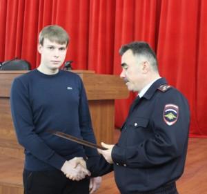 Сотрудники полиции поблагодарили тольяттинца за помощь в задержании злоумышленников
