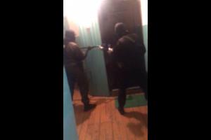 В Самаре разбойники с битой и пистолетом напали на офис туристической фирмы