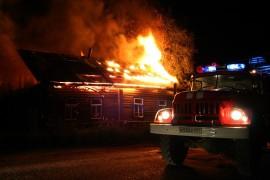 В Октябрьске ночью тушили крупный пожар