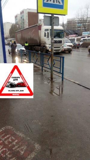 На улице Победы в Самаре под колесами фуры погибла женщина