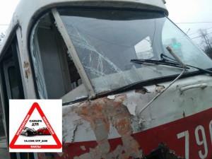 В Самаре на улице Мечникова КАМАЗ не пропустил трамвай
