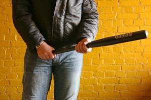 Тольяттинец во время ссоры покалечил битой своего младшего брата