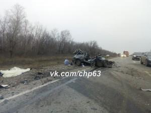 В Самарской области после столкновения с мусоровозом погиб водитель «тринадцатой»