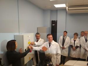Дмитрий Азаров открыл первый центр ядерной медицины в регионе