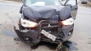 В Чапаевске столкнулись иномарки Mitsubishi и Nissan Qashqai