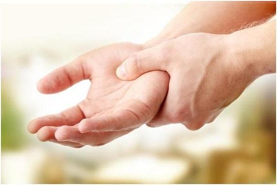 Тремор пальцев и причины его возникновения