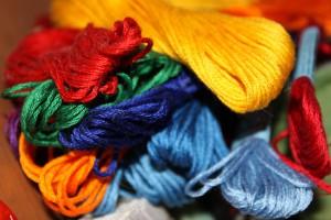 ФТС и ФСБ раскрыли схему контрабанды люксовой одежды под видом ниток