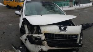 В Сызрани после столкновения с  автомобилем «Пежо» опрокинулся автобус «Газель»