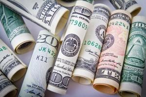 Россияне избавляются от валюты