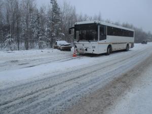 В Сергиевском районе столкнулись на «встречке» ВАЗ-21154 и автобус «НЕФАЗ»