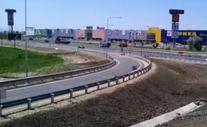 Путин подписал закон, который обязывает ТЦ, находящиеся рядом с федеральными автодорогами, строить съезды и создавать парковки