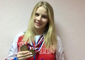 В Екатеринбурге на всероссийских соревнованиях по плаванию среди юниоров спортсменка из Тольятти завоевала три медали
