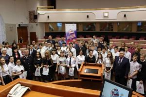 В День Конституции жители Самарской губернии получили из рук полицейских паспорта