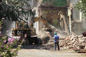 Минстрой РФ предлагает продлить программу расселения аварийного жилья на 3-4 года