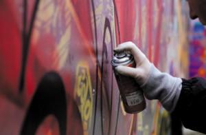 Фасады 37 домов Самарской области разрисуют граффити