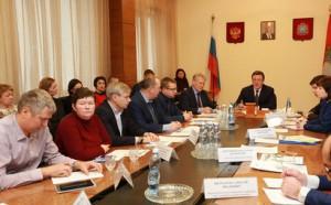 Дмитрий Азаров встретился с обманутыми дольщиками коттеджного поселка «Дубрава»