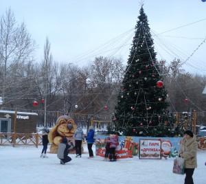 В самарском парке Дружбы появилась новая скульптура — огромная снежная собаки