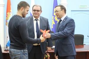Дмитрий Микель и Сергей Анташев вручили детям-сиротам Тольятти ключи от новых квартир