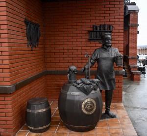 На Волжском проспекте в Самаре появился новый арт-объект - памятник пивовару
