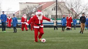 Деды Морозы сыграли в футбол со сборной самарских детей из школ-интернатов