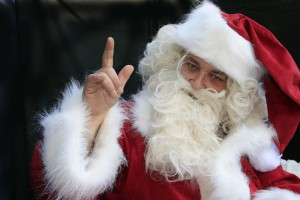 Взрослые россияне хотели бы попросить у Деда Мороза здоровья, счастья и денег