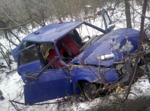 В Ставропольском районе спасатели вызволили двух мужчин из покореженной «девятки»