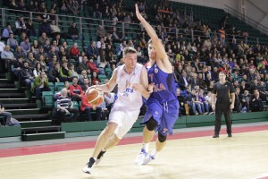 Баскетболисты «Самары» проводили год победой в Москве