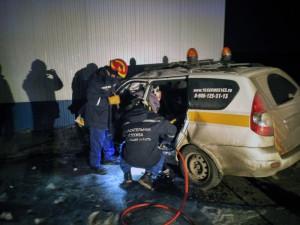 В Волжском районе водителя «Приоры», врезавшегося в стену, не спасли подушки безопасности