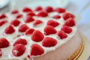 Чудеса под Новый Год: В Петрозаводске покупатель в магазине подарил пожилой женщине торт